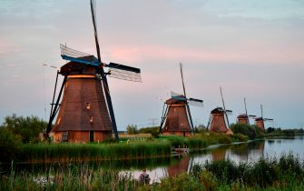 A picture taken on July 31, 2017 shows windmills in the village of Kinderdijk, southeast of Rotterdam in the Netherlands. / AFP PHOTO / TOBIAS SCHWARZ        (Photo credit should read TOBIAS SCHWARZ/AFP via Getty Images)
