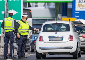 Policemen control a car at the border crossing Brenner in Austria, on March 11, 2020. - Austria imposed border controls on neighbouring Italy, while remaining trains and more flight services were suspended to stem the spread of the new coronavirus. (Photo by Johann GRODER / various sources / AFP) / Austria OUT (Photo by JOHANN GRODER/EXPA/AFP via Getty Images)