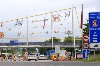 People crossing the Austrian-Slovenian border in their cars are pictured at the checkpoint near Spielfeld, Austria, on June 5, 2020. - Austria scrapped entry checks at its land borders introduced because of the coronavirus pandemic, except those at the frontier with Italy. Slovenia reciprocated the reopening from Friday, June 5, 2020 and lets in people travelling from Austria without checks. (Photo by ERWIN SCHERIAU / APA / AFP) / Austria OUT (Photo by ERWIN SCHERIAU/APA/AFP via Getty Images)
