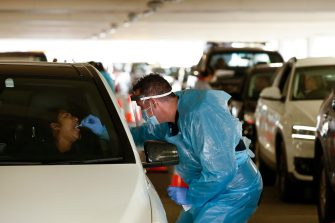 epa08507569 A health worker (R) carries out a swab test at a drive-thru COVID-19 testing facility in Chadstone, Melbourne, Australia, 25 June 2020. The Australian Defence Force (ADF) and other states have been called in to help Victoria tackle its rising number of coronavirus cases.  EPA/DANIEL POCKETT AUSTRALIA AND NEW ZEALAND OUT