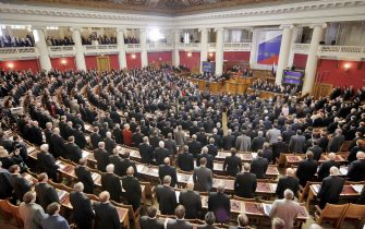 ST.PETERSBURG, RUSSIAN FEDERATION:  Deputies at the Russian state Duma listen the national anthem during the centennial anniversary meeting of the lower house of the Federal Assembly in St.Ptersburg 27 April 2006. AFP PHOTO / ALEXEY DANICHEV  (Photo credit should read ALEXEY DANICHEV/AFP via Getty Images)