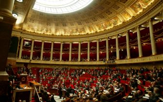 PARIS - DECEMBER 3:  General view of the hemicycle during a weekly government questions session December 3, 2003 at the Parliament in Paris.  (Photo by Pascal Le Segretain/Getty Images)