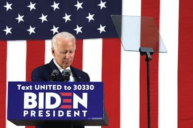 Coronavirus, Joe Biden non terrà più comizi prima del voto