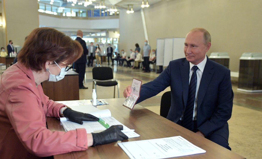 Putin al voto per il referendum costituzionale 2020