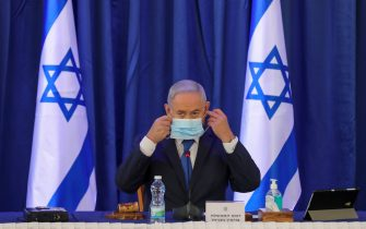 Israeli Prime Minister Benjamin Netanyahu, wearing a protective face mask, chairs the weekly cabinet meeting in Jerusalem on June 21, 2020. (Photo by ABIR SULTAN / POOL / AFP) (Photo by ABIR SULTAN/POOL/AFP via Getty Images)