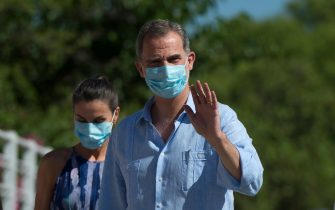 King Felipe VI of Spain and Queen Letizia wearing face masks arrive to visit the '3000 Viviendas' neighbourhood in Sevilla on June 29, 2020. (Photo by CRISTINA QUICLER / AFP) (Photo by CRISTINA QUICLER/AFP via Getty Images)