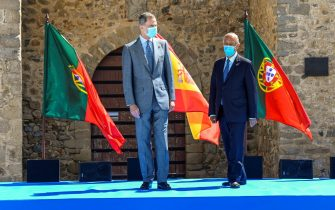 ELVAS, PORTUGAL - JULY 01: (L-R) King Felipe VI of Spain and Portuguese President Marcelo Rebelo de Sousa wear protective masks as they walk in front of Portuguese and Spanish flags during the ceremony of border reopening in Elvas Castle on July 01, 2020 in Elvas, Portugal. Portugal and Spain are opening its borders today after Coronavirus outbreak. King Felipe and Queen Letizia are travelling through several Spanish Autonomous Communities with the objective of supporting economic, social and cultural activity after the Coronavirus outbreak. (Photo by Horacio Villalobos#Corbis/Getty Images)