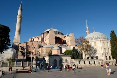 Turchia, basilica di Santa Sofia a Istanbul tornerà a essere moschea