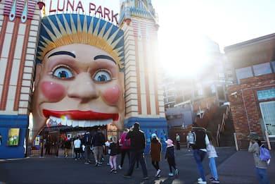 Coronavirus: Australia, riapre il Luna Park di Sydney. FOTO
