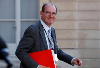"""epa08432461 French government """"deconfinement"""" coordinator Jean Castex leaves after a videoconference with the French President and French mayors at the Elysee Palace in Paris after the country began a gradual end to the nationwide lockdown following the coronavirus disease (COVID-19) outbreak in France, 19 May 2020.  EPA/GONZALO FUENTES / POOL  MAXPPP OUT"""