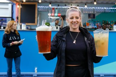 Coronavirus, in Inghilterra si torna a bere nei pub. FOTO