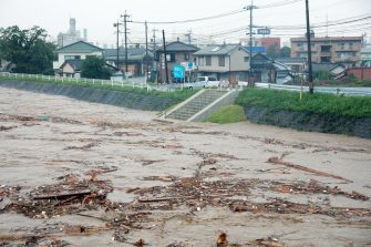 epa08525873 The river Kuma overflowing in Yatsushiro, Kumamoto prefecture, southwestern Japan, 04 July 2020. Local authorities asked the evacuation of more than 76,000 residents in Japan's southwestern prefectures of Kumamoto and Kagoshima following floods and mudslides triggered by torrential rain.  EPA/JIJI PRESS JAPAN OUT EDITORIAL USE ONLY/  NO ARCHIVES