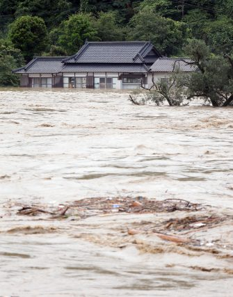 epa08525908 The river Kuma overflowing in Yatsushiro, Kumamoto prefecture, southwestern Japan, 04 July 2020. Local authorities asked the evacuation of more than 200,000 residents in Japan's southwestern prefectures of Kumamoto and Kagoshima following floods and mudslides triggered by torrential rain.  EPA/JIJI PRESS JAPAN OUT EDITORIAL USE ONLY/  NO ARCHIVES