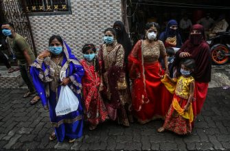 epa08530639 Indian Muslim relatives wearing protective face masks along with the groom (not seen) arrives for the wedding in a containment area in Mumbai, India, 06 July 2020. According to state government guidelines, a maximum of 25 people from groom and bride side, a total of 50, are allowed to attend the wedding ceremonies due to the coronavirus pandemic and related restrictions. India becomes the third worst-affected country in the world in this coronavirus pandemic.  EPA/DIVYAKANT SOLANKI
