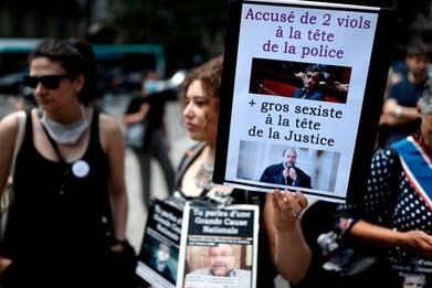 Francia, femministe in piazza contro Darmanin e Dupond-Moretti