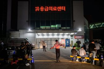Media and spectators gather outside the Seoul National University hospital on July 9, 2020, following unconfirmed reports that Seoul Mayor Park Won-soon was taken there after being reported missing earlier in the day. (Photo by Ed JONES / AFP) (Photo by ED JONES/AFP via Getty Images)