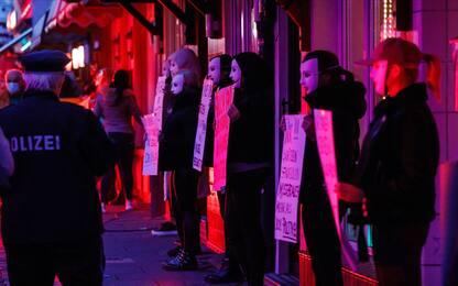 Coronavirus, in Germania continua la protesta delle prostitute. FOTO