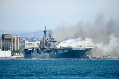 California, incendio su nave militare alla base di San Diego. VIDEO