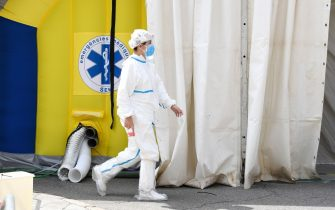 A healthcare worker wearing protective gear walks past a field hospital set up for coronavirus cases outside the CAP Prat de la Riba primary care centre in Lerida (Lleida) on July 13, 2020. - A local court suspended a home confinement order imposed on more than 200,000 people in the Spanish region of Catalonia after an upsurge in virus cases. Catalonia officials ordered the home confinement on the city of Lerida and its surrounding areas a week after the zone had been placed under less strict lockdown. (Photo by Pau BARRENA / AFP) (Photo by PAU BARRENA/AFP via Getty Images)