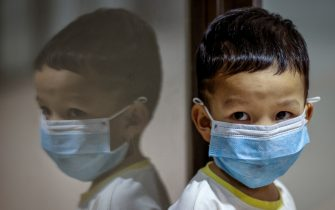 MANILA, PHILIPPINES - FEBRUARY 03: A child is seen wearing a facemask, as public fear over China's Wuhan Coronavirus grows, at the Ninoy Aquino International Airport on February 3, 2020 in Manila, Philippines. The Philippine government has been heavily criticized after failing to immediately implement travel restrictions on China, the source of a deadly coronavirus that has now killed more than 300 people and infected thousands more. On Sunday, the first coronavirus death outside of China was reported in the Philippines. (Photo by Ezra Acayan/Getty Images)