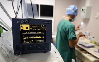A view of a monitor during an open-heart surgery in a cardiac surgery unit at the CHU Angers teaching hospital in Angers, western France, on October 24, 2013. The Angers hospital employs 6,000 people including 980 doctors. AFP PHOTO / JEAN-SEBASTIEN EVRARD / AFP / JEAN-SEBASTIEN EVRARD / RESTRICTED TO EDITORIAL USE - TO ILLUSTRATE THE EVENT AS SPECIFIED IN THE CAPTION        (Photo credit should read JEAN-SEBASTIEN EVRARD/AFP via Getty Images)