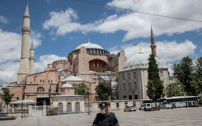 Istanbul, al via i lavori di conversione di Santa Sofia in moschea