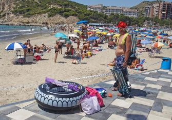 epa08556381 Beachgoers enjoy a sunny morning on a beach in the coastal town of Finestrat, Alicante, eastern Spain, 20 July 2020. Local authorities banned smoking on beaches with fines from 600 to 1,200 euros amid the ongoing pandemic of the COVID-19 disease caused by the SARS-CoV-2 coronavirus, reports state.  EPA/MORELL