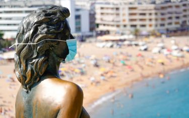 epa08558782 A view of Ava Gardner's statue wearing a protective face mask in Girona, Spain, 21 July 2020. Barcelona has imposed new coronavirus restrictions after the city has seen a rise in coronavirus infections.  EPA/Alejandro Garcia