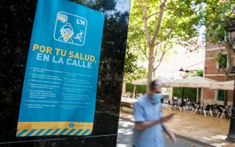 HOSPITALET DE LLOBREGAT, SPAIN - JULY 17: A view of a poster with information on how to prevent the spread of the coronavirus, on July 17, 2020 in Hospitalet de Llobregat, Spain. The Catalan capital, and the nearest towns, with five million residents, have been advised to stay home after the number of Coronavirus cases spiked in the past week.  (Photo by Cesc Maymo/Getty Images)