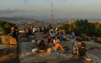 BARCELONA, SPAIN - JULY 18: People have drinks and food as they enjoy the view over the city during the first day the new Catalan government recommendations and regulations on the fight against COVID-19 take effect on July 18, 2020 in Barcelona, Spain. The Catalan capital's five million residents have been advised to stay home after the number of Coronavirus cases spiked in the past week. (Photo by David Ramos/Getty Images)