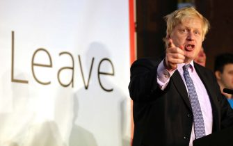 MANCHESTER, ENGLAND - APRIL 15: (EDITOR'S NOTE: Alternative crop of image #521392588) London Mayor Boris Johnson addresses supporters during a rally for the 'Vote Leave' campaign on April 15, 2016 in Manchester, England. Boris Johnson is taking part in a 48 hour 'Brexit Blitz' of campaigning in Northern England. Britain will vote either to leave or remain in the EU in a referendum on June 23.  (Photo by Christopher Furlong/Getty Images)