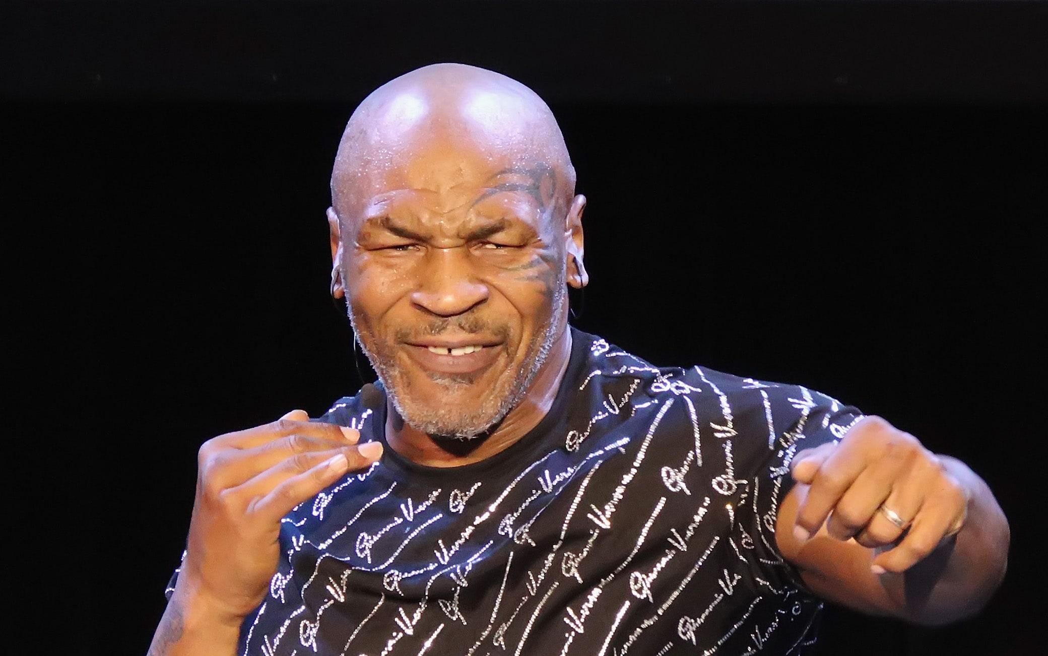 Mike Tyson torna sul ring a 54 anni: sfiderà Roy Jones Jr