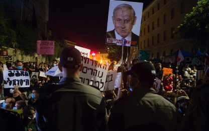 Israele, proteste contro Netanyahu per gestione crisi coronavirus