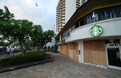 New York, Starbucks chiude alcuni negozi per l'insediamento di Biden