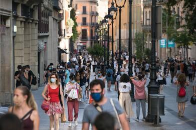 Covid, Spagna: dal 26 giugno via le mascherine all'aperto