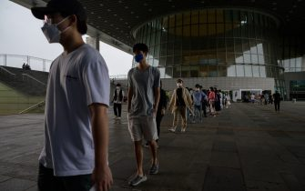 Visitors wearing face masks queue to visit the National Museum of Korea in Seoul on July 23, 2020. - Cultural venues in Seoul have re-opened following a slowdown in COVID-19 coronavirus infections, emerging from lockdown for the second time since the start of the pandemic after an uptick in local cases in late May. As part of virus-related restrictions on visitor numbers, Seoul's National Museum of Korea is operating a reservation system allowing up to 200 visitors into exhibitions in two-hour viewing sessions. (Photo by Ed JONES / AFP) (Photo by ED JONES/AFP via Getty Images)