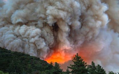 Incendio a Est di Los Angeles, 7.800 persone evacuate