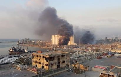 Beirut, doppia esplosione fortissima al porto. VIDEO