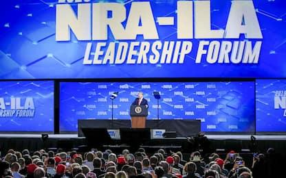 """Stato di New York fa causa alla Nra: """"Lobby armi va sciolta"""""""