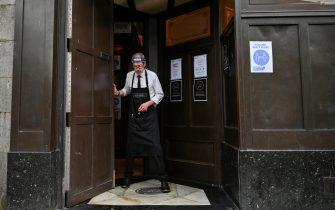 ABERDEEN, SCOTLAND - AUGUST 05: Kieth McKenzie wears a shielding face mask as he prepares to close the pub The Grill in Union Street at 5pm on August 5, 2020 in Aberdeen, Scotland. Scotland's First Minister Nicola Sturgeon acted swiftly and put Aberdeen back into lockdown after cases of Coronavirus in the city doubled in a day to 54. She ordered all indoor and outdoor hospitality venues to close by 5pm. (Photo by Jeff J Mitchell/Getty Images)
