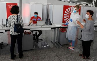 Travel wait inside of the Germany's first walk-in test center for corona viruses (COVID-19) at an airport at Frankfurt International Airport, Germany, 30 June 2020. ANSA/RONALD WITTEK