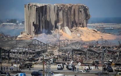 Esplosioni Beirut, presidente Libano: non esclusa aggressione esterna