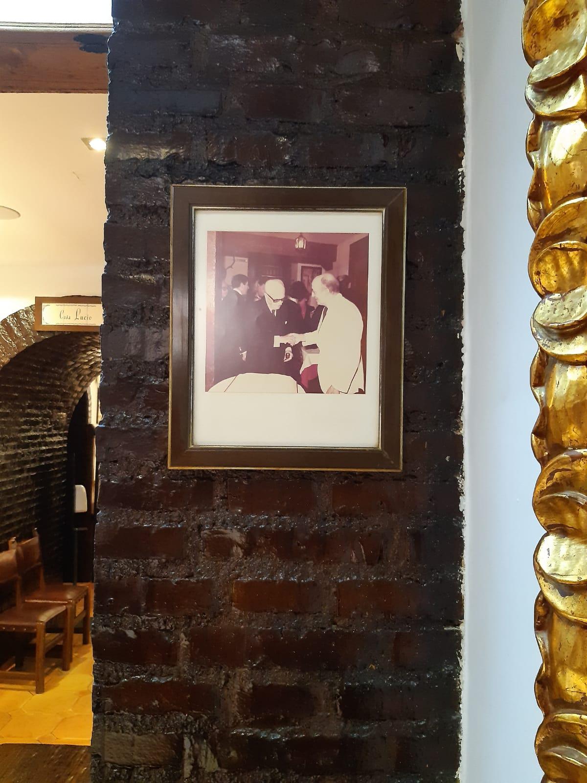 La foto di re Juan Carlos e Pertini al ristorante Casa Lucio