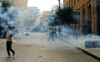 Lebanese protesters clash with security forces in downtown Beirut on October8, 2020, following a demonstration against a political leadership they blame for a monster explosion that killed more than 150 people and disfigured the capital Beirut. (Photo by Anwar AMRO / AFP) (Photo by ANWAR AMRO/AFP via Getty Images)