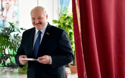 Bielorussia, exit poll: Lukashenko sfiora l'80%. Scontri dopo il voto