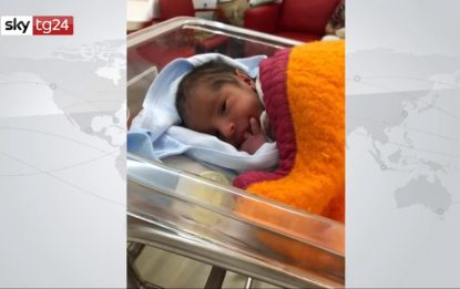 Libano, partorisce durante l'esplosione a Beirut. VIDEO