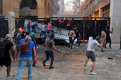 Beirut, nuovi scontri. Si dimettono due ministri
