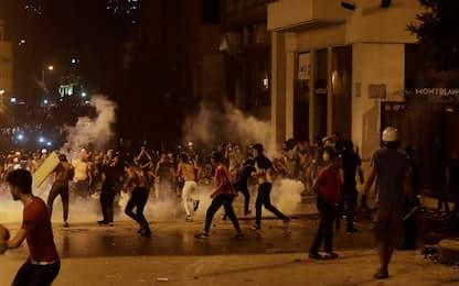 Libano, il premier Hassan Diab annuncia le dimissioni del governo