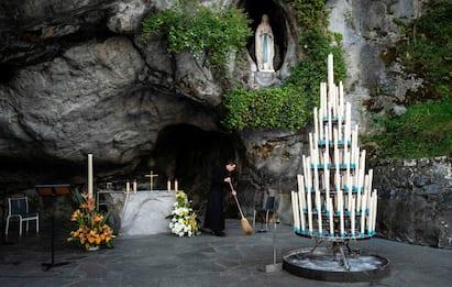 Lourdes, fulmine su funicolare provoca black-out e frenata: 12 feriti