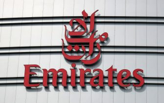 A picture taken on August 10, 2017, shows the logo of Emirates airline on their Dubai headquarters building.  The airlines confirmed it would sponsor the shirts of Qatar-owned Paris Saint-Germain until 2019, despite a regional crisis which has seen the UAE cut ties with Doha. / AFP PHOTO / KARIM SAHIB        (Photo credit should read KARIM SAHIB/AFP via Getty Images)